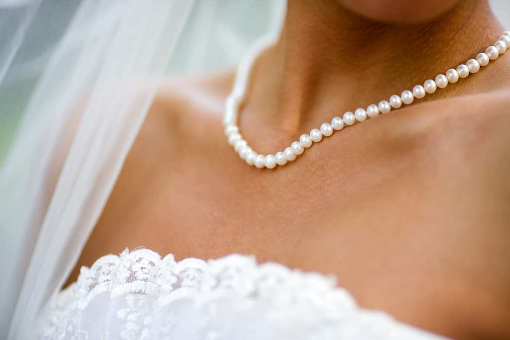timeless-pearl-summer-wedding-inspiration-jewelry-and-color-choices