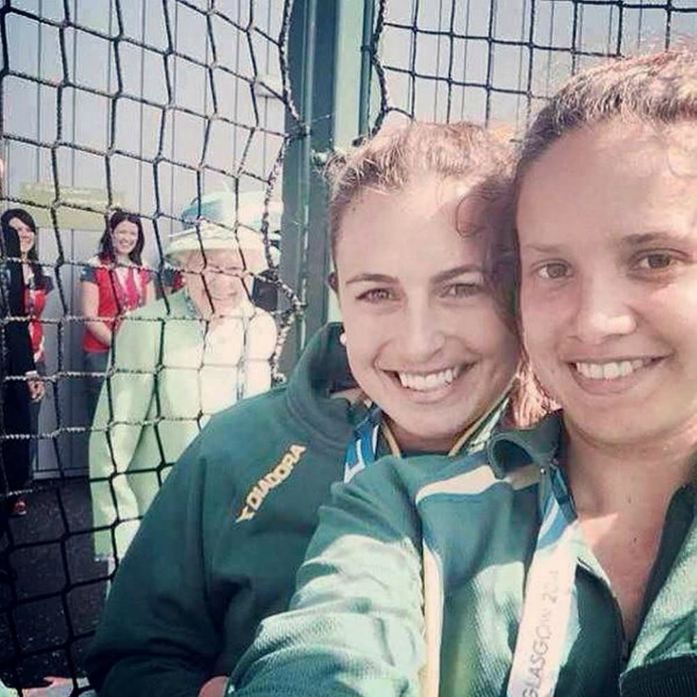 celebrity photobombs 14