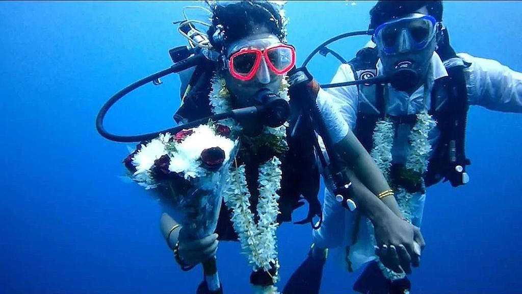 V. Chinnadurai and S. Swetha diving for their underwater wedding.