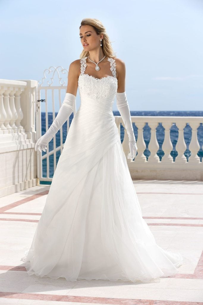 wedding dress in combination with gloves